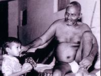 Nityananda-withchild